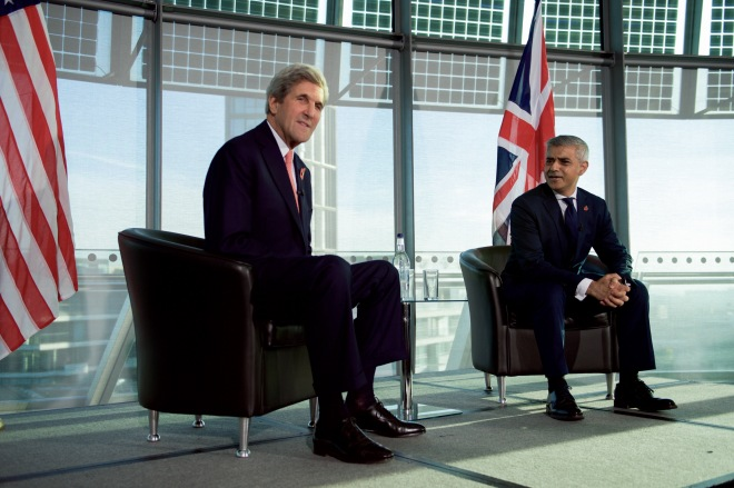 London_Mayor_Khan_and_Secretary_Kerry_Hold_a_Q&A_With_Young_Brits_and_American_Visitors_at_London_City_Hall_(30063332974).jpg
