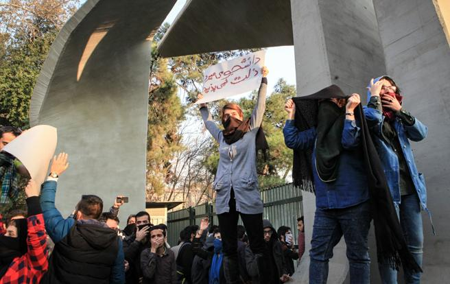 Iranians hit the streets toprotest
