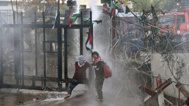 Violent clashes near U.S. Embassy inLebanon