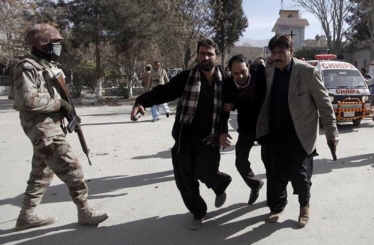 8 dead after suicide bomber & gunner attack a Church inPakistan