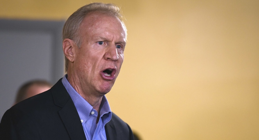 Illinois Governor says No to Common Sense Gun law that would License Gun Dealers