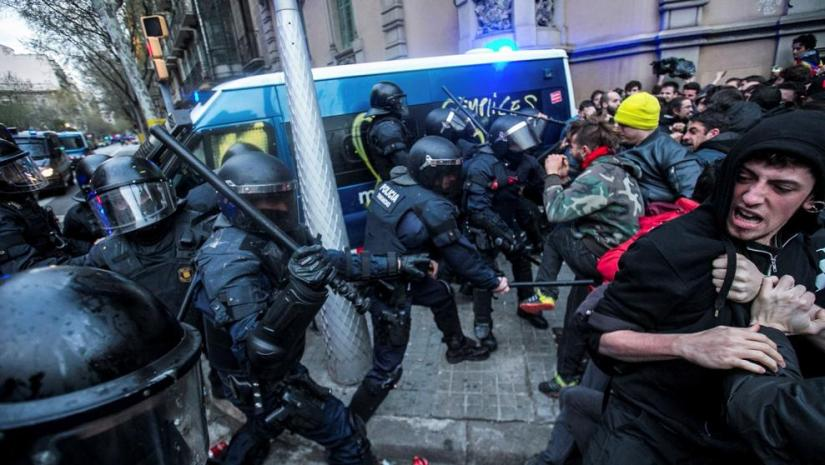 Catalan ex-President Puigdemont's detention in Germany is answered by mass protests inBarcelona